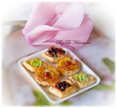 Beautifully made pastries from Teresa Martínez fromTiny Ter Miniatures: La pastelería.