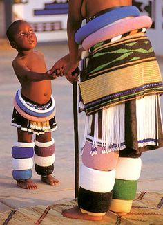 This young Ndebele girl wears bead rolls and a tasseled apron that she will discard when she is initiated into adulthood. The Ndebele people are descended from and related to the Bantu-speakers who spread all over Africa from the area of present day Camer We Are The World, People Around The World, African Beauty, African Fashion, Population Du Monde, Black Is Beautiful, Beautiful People, Costume Ethnique, Chobe National Park