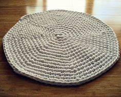 eclectic me: crochet bath mat with link to original pattern.