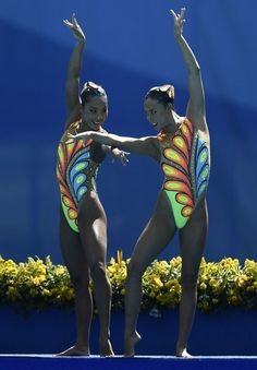 You've never seen style on this level before. | 21 Times Synchronized Swimming…