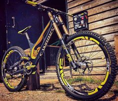 Insane custom Specialized Demo 8 II by @brink.uk  with öhlins shock and enve m90 rims. Hot or not? Coment below  #downhilladiction