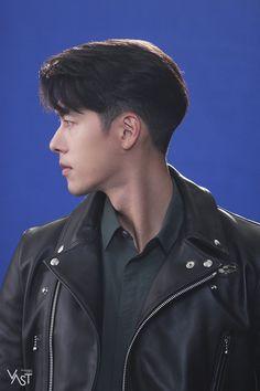 Asian Boy Haircuts, Asian Man Haircut, Haircuts For Men, Korean Haircut Men, Korea Hair Style Men, Gents Hair Style, Two Block Haircut, Korean Men Hairstyle, Androgynous Hair