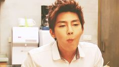 Aaron Yan and his cute eyebrow lift! Love it.