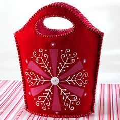 Snowy Wonder Gift Tote - fast and cute | FaveCrafts.com