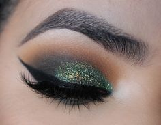 Makeup Geek Duochrome Eyeshadow in Voltage + Makeup Geek Eyeshadows in Boo Berry, Chickadee, Desert Sands, Dirty Martini, Enchanted Forest and Shore Thing. Look by: Anaiz Avalos
