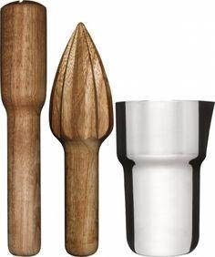 Drinksett 3 delerMixer i rustfritt stål, treredskap i kirsebær.Størrelse: Ø 85 mm H 140 mmEmballasje: Giftbox