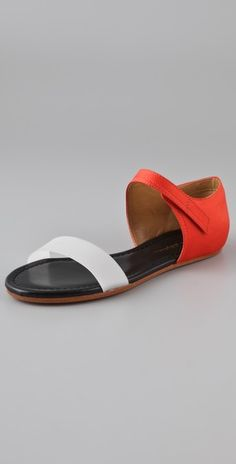 love these red and white phillip lim sandals. Simple Sandals, Flat Sandals, Block Sandals, White Sandals, Zapatos Shoes, Desert Fashion, Walk This Way, New Shoes, 3.1 Phillip Lim