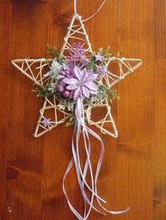 Hviezda s fialovou výzdobou / erikak - SAShE. Christmas Flower Decorations, Xmas Wreaths, Diy And Crafts, Christmas Crafts, Paper Crafts, Christmas Ornaments, Christmas Wood, Christmas Time, Simple Christmas