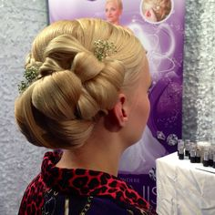 Blumen-Brautfrisur made by #ladolcevita  #brautfrisur #blumenfrisur #beauty
