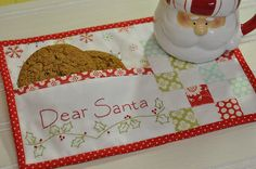 oh this is the best!  it has a little pocket for the cookies or a note!  The best mug rug ever!  at least for Christmas!
