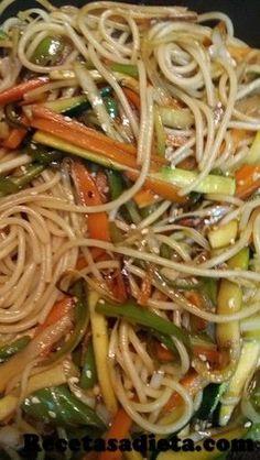 Espaguetis con verduras estilo chino Hoy tenemos unos spaguetis con verdura estilo chino deliciosos y muy facil de hacer. Te van a sorprender! Easy Healthy Dinners, Easy Healthy Recipes, Easy Chicken Recipes, Pasta Recipes, Appetizer Recipes, Mexican Food Recipes, Vegetarian Recipes, Cooking Recipes For Dinner, China Food
