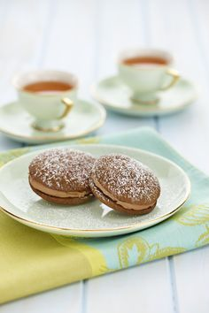 Whoopie Pies are an American treat: a cross between a buttercake and a sponge kiss like grandma used to make. The delicious milk #chocolate filling will make them a real favourite. #dessert #baking To view the #CADBURY product featured in this recipe visit https://www.cadburykitchen.com.au/products/view/cadbury-melts/
