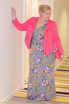 Aussie Curves Danimezza Plus Size Fashion Outfit Blogger Neon Pink Anna Scholz Floral Blonde White Grey Ponytail-1