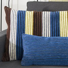 OHJE: Kippari-samettityyny Throw Pillows, Bed, Home, Toss Pillows, Cushions, Stream Bed, Ad Home, Decorative Pillows, Homes