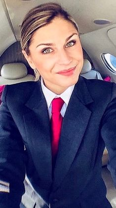 Women Wearing Ties, Cabin Crew, Facial Expressions, Suit And Tie, Suits For Women, Collars, Queens, Aviation, Blouses