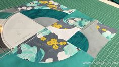 Drunkard's family has a special magic. this is one of the few templates that can work with many different patterns. In this video we have made 4 different . Picnic Blanket, Outdoor Blanket, American Quilt, Scrappy Quilts, Quilting Tutorials, Different Patterns, Patches, Templates, Teaching