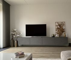 Modern Furniture, Home Furniture, Living Room Tv, Furniture Restoration, Interior Inspiration, Home Furnishings, New Homes, Interior Design, Bedroom