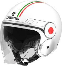 Le casque jet se décline en plusieurs coloris et décos, dont cette version Italia