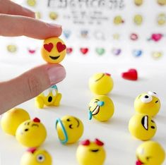 Smile to go - HANDMADE culture For those who are just as big emoticon fans as I am;) The polymer clay emojis. Are made very easy … Simply Diy Fimo, Crea Fimo, Diy Clay, Clay Crafts, Diy And Crafts, Crafts For Kids, Polymer Clay Miniatures, Polymer Clay Charms, Clay Magnets