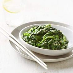 Japanese-Style Spinach (Gomae) | Tahini (sesame paste) is key in this easy and delicious vegetable side dish.