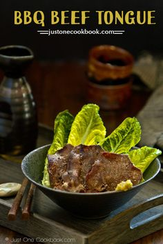Delicious gyutan recipe, barbecue sliced beef tongue marinated in yuzu pepper, onion, sesame oil and soy sauce. Pork Tongue Recipe, Beef Tongue, Barbecue, Bbq Beef, Easy Japanese Recipes, Asian Recipes, Japanese Food, Chinese Food, Beef Kabob Recipes