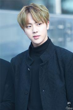 """Jin thừa hưởng từ ba của mình vẻ ngoài đẹp trai lẫn """"khí chất"""" sang trọng."""