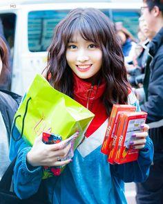 Twice - Momo Kpop Girl Groups, Korean Girl Groups, Kpop Girls, Extended Play, Pictures Of Momo, Ooh Ahh, Twice Jihyo, Dahyun, Im Nayeon