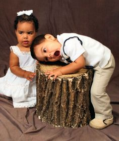 15 Awkward Sibling Photos--Get Me Off the Set--I don't work with people this unprofessional.