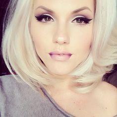 Amazing winged liner platinum blonde, hair colors, eye makeup, lip, cat eyes, hairmakeup, flawless makeup, hair makeup, makeup looks