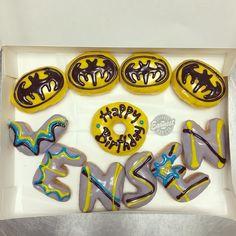 Batman donuts Happy Birthday Donut, Superhero Birthday Party, Donuts, Polymer Clay, Batman, Party Ideas, Comics, Cooking, Frost Donuts