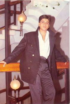 Shah Rukh Khan - on the set - Baazigar King Of My Heart, King Of Hearts, Chennai Express, Best Hero, Sr K, Vintage Bollywood, Paul Walker, India, Bollywood Actors