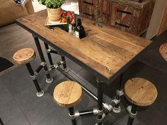 bartisch stehtisch tresentisch tisch mit schwenkbaren hockern eisengestell mit rohrverbindern und einer tischplatte aus historischer eiche