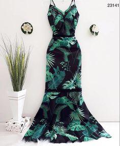 No automatic alt text available. Fashion Vestidos, Fashion Dresses, Party Fashion, Girl Fashion, Fashion Design, Fashion Women, Dress Attire, Tropical Dress, Dress Picture