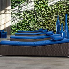Relaxed Comfort: In Out 282 Day Bed from Gervasoni. Whether you have a poolside place to recline, the indoor/outdoor quality day bed is ideal for your home. Cool Office Space, Daybed, Outdoor Furniture, Outdoor Decor, Sun Lounger, Showroom, Swimming Pools, Home Improvement, Sweet Home