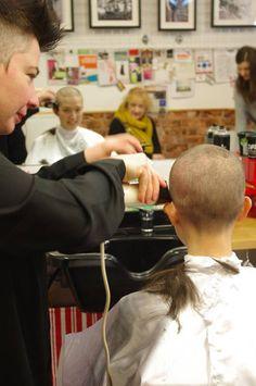 Getting a shorter haircut to show off her sexy protruding ears. Bald Head Women, Shaved Head Women, Punishment Haircut, Mens Hairstyle Images, Buzz Haircut, Crop Hair, Shot Hair Styles, Summer Haircuts, Women Short Hair