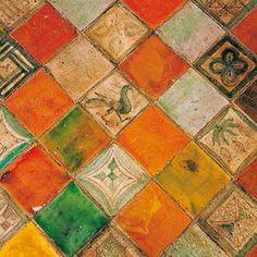 Fantàstiques rajoles de terra al Palau d'Avinyó Handmade tiles can be colour coordinated and customized re. shape, texture, pattern, etc. by ceramic design studios