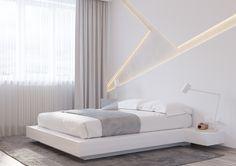 """Современная спальня в белых тонах от """"Shmidt Studio"""""""