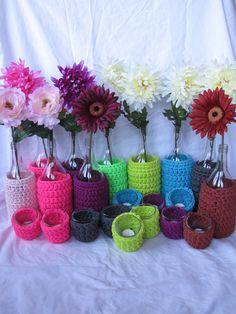 De lente in huis halen. Leuke bloemenvaas voor 1 bloem met 2 waxinelichtjespotjes. 6,00 euro per setje. Vaas apart met bloem 4,50, waxinelichtje apart 1,50 per stuk.
