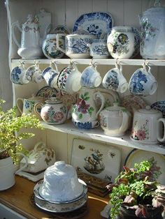 Shabby Chic Interior Design Ideas For Your Home Shabby Chic Interiors, Shabby Chic Decor, English Country Style, Country Rose, Country French, Welsh Dresser, Kitchen Dresser, Blue Onion, Displaying Collections