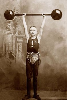 Pilates for Treating Sacroiliac Joint Pain Vintage Carnival, Vintage Circus, Carnival Wedding, Antique Photos, Vintage Photos, Vintage Stuff, Crossfit, Nerve Disorders, Bulk Up