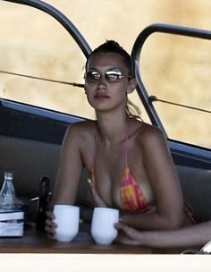 Bella Hadid Outfits, Bella Hadid Style, Img Models, Private School Girl, Help Losing Weight, Lose Weight, Weight Loss, Summer Dream, Girls Dream