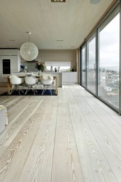 Piso de madera - Scandinavian Design Interior Spaces - I like how white and cream is used , it shows less is more , and white shows a clean and large space House Design, House Elements, Interior, Interior Architecture, Interior Spaces, Modern House, House Interior, Flooring, Scandinavian Interior Design
