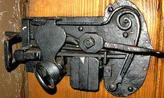 Door Knob Lock, Door Knobs And Knockers, Knobs And Handles, Door Handles, Old Keys, Cool Doors, Unusual Art, Key Lock, Vintage Keys