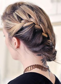 The French braid is very simple to do and also looks perfect for any kind of outfit. Thanks to these French braid hairstyles all eyes will be in your hair and you. Here are beautiful and unique french braid hairstyles. French Braid Hairstyles, Braided Hairstyles Tutorials, Feathered Hairstyles, Hairstyles With Bangs, Hairstyles 2018, Ladies Hairstyles, Bouffant Hairstyles, Hairstyle Ideas, Glamorous Hairstyles
