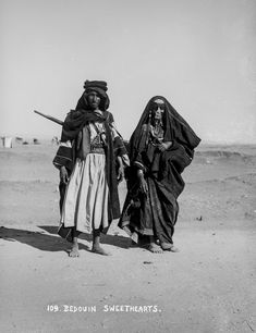 In American Colony Photo Department, (later the Matson Photo Service), took these pictures of Bedouins in Egypt, the Sinai, Palestine and Jerusalem. Old Pictures, Old Photos, Arab Revolt, Desert Nomad, Lawrence Of Arabia, Pyramids Of Giza, Old Photography, Photo Transfer, Male Poses