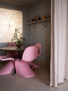 Amenajarea tinerească și relaxată într-un loft cu dormitor la mezanin | Jurnal de Design Interior Scandinavian Loft, Duplex, Loft Style, House Tours, Chair, Modern, Inspiration, Furniture, Design Interior