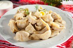 Choć kołduny kojarzą się nam bardziej z kuchnią litewską, to jednak w tradycyjnej kuchni woj. podkarpackiego znajdziemy prawdziwe polskie kołduny ziemniaczane. To lekko owalne kluski wypełnione farszem