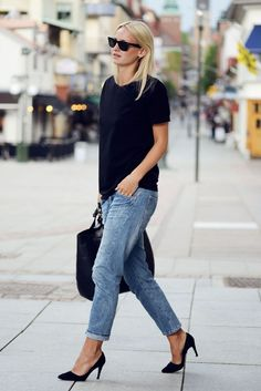 loose fitting jeans