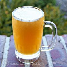 Russian Kvas is THE traditional Russian/ Ukrainian drink. Some compare this to a non-alcoholic beer. Its bubbly like a soda, but not as sweet. Ukrainian Recipes, Russian Recipes, Ukrainian Food, German Recipes, Easy Mocktails, Beet Kvass, Non Alcoholic Beer, Easy Bread, Summer Drinks