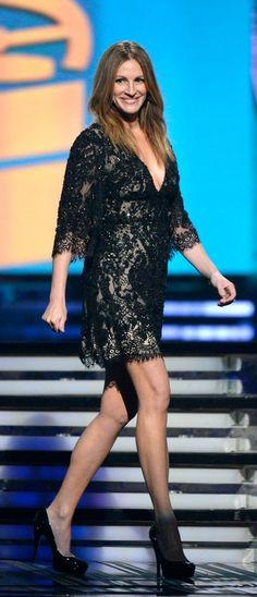 Julia Roberts in Elie Saab Grammys 2014